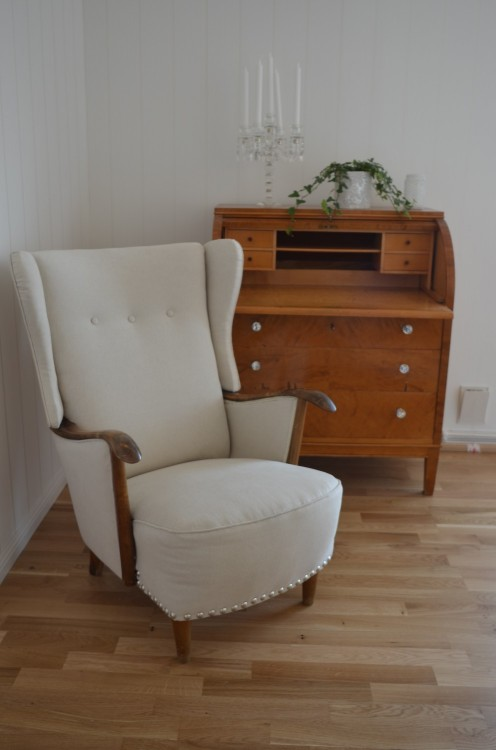 Ørelappstol i møbeltekstilet Linnara