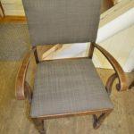 Tekstilet Dune på eldre stol
