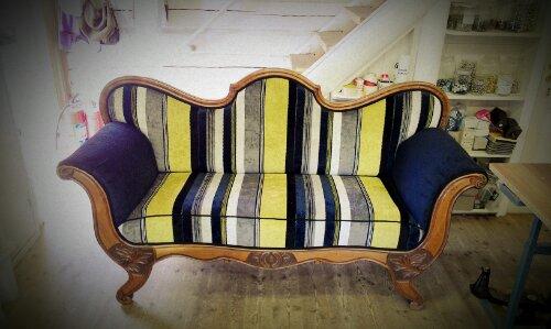 Modernisert Biedermeier sofa i sykt spreke striper!