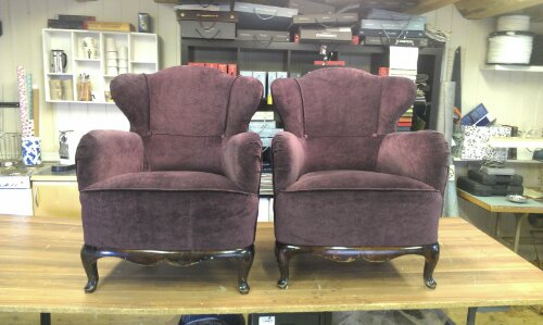 Disse vakre stolen har min søte kunde arvet fra farmor, og tatt med seg tilbake til Nord Norge. Heldige du!