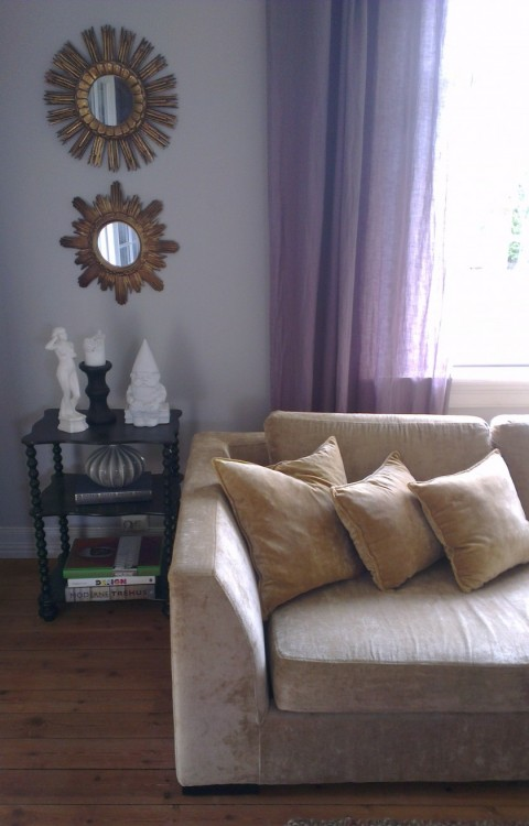 Slettvoll sofa i Mulberry Dapple Velvet