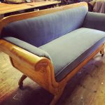 Perfekt grå fløyel på eldre sofa