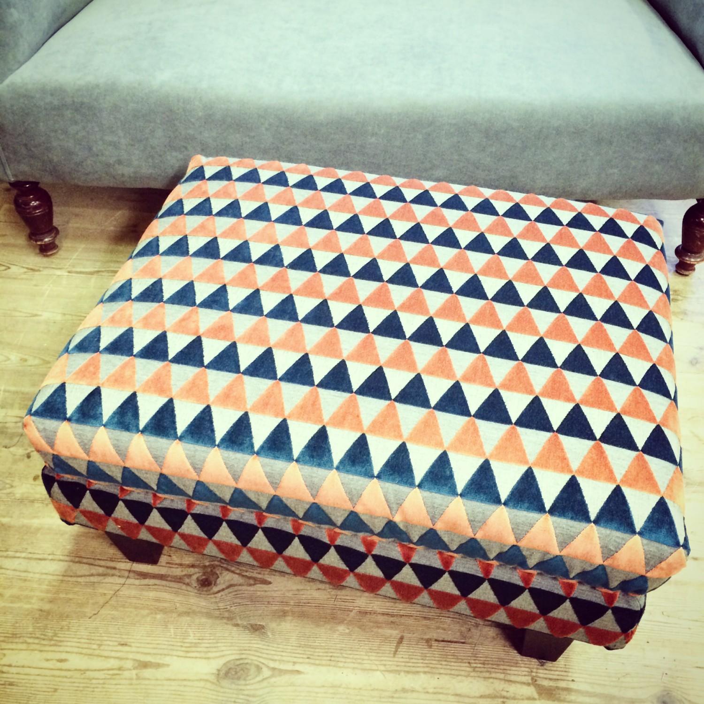 Møntrete Harlequin tekstil på puff