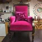 Knall rosa velur fra Designers Guild